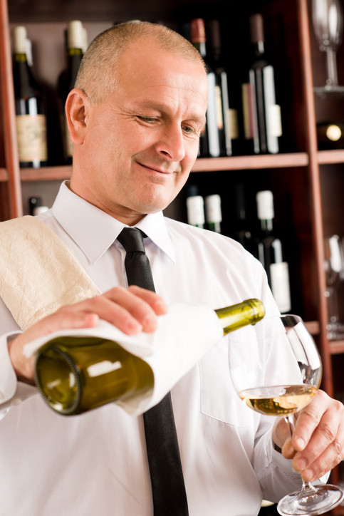 Waiter_pouring_wine_k18227742